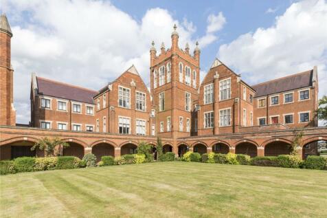 Windsor House, King Edward Place, Bushey, Hertford, WD23. 2 bedroom house