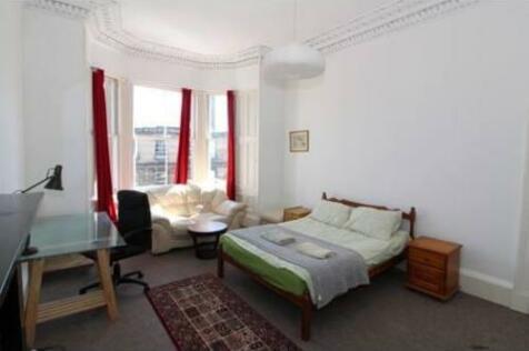 South Clerk Street, Edinburgh, EH8. 5 bedroom flat