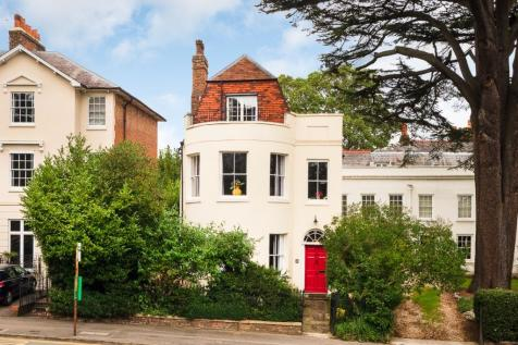Castle Hill, Reading, Berkshire, RG1. 5 bedroom town house
