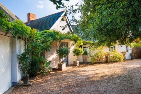 Greys Road, Henley-On-Thames, Oxfordshire, RG9. 4 bedroom detached house for sale