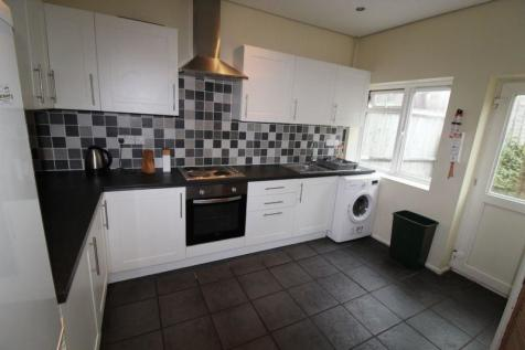 **NEW REDUCED RATE**4 bedroom house Ripon Road. 4 bedroom semi-detached house