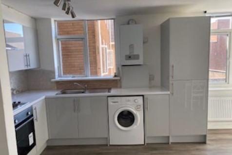 ** LAST TWO ROOMS LEFT ** BEDROOM STUDENT FLAT AVAILABLE** for September 2020. 4 bedroom flat