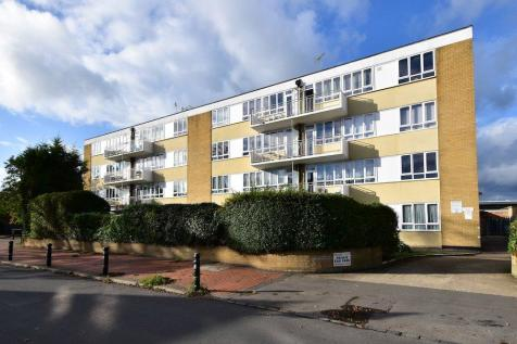 Bathurst Walk, Iver, SL0. 2 bedroom flat