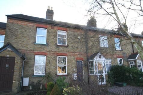 High Street, Iver, SL0. 2 bedroom cottage