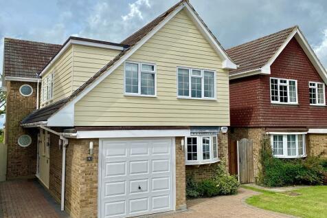 Shanklin Avenue, Billericay, Essex, CM12. 4 bedroom detached house