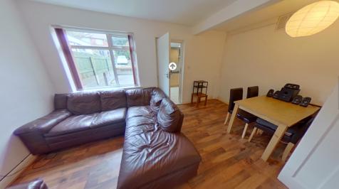 Chestnut Grove, Leeds, West Yorkshire, LS6. 3 bedroom town house