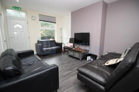 Chestnut Avenue, Hyde Park, Prime Location!!. 7 bedroom terraced house