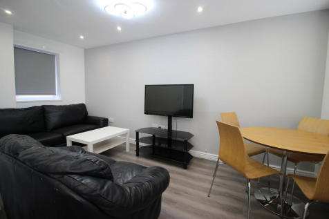 Howden Place, Leeds, West Yorkshire, LS6. 3 bedroom terraced house