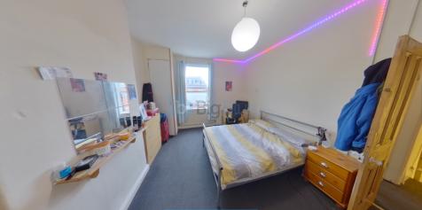 Royal Park Grove, Leeds, West Yorkshire, LS6. 3 bedroom terraced house