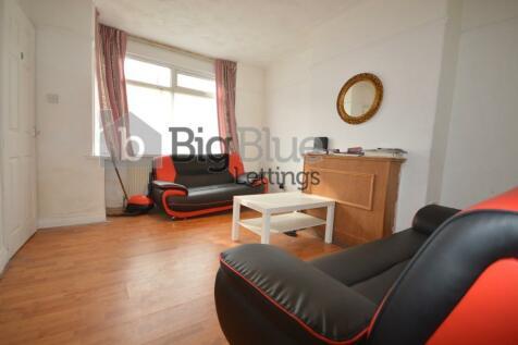Park View Avenue, Leeds, West Yorkshire, LS4. 3 bedroom terraced house
