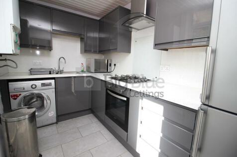 Park View Grove, Leeds, West Yorkshire, LS4. 3 bedroom terraced house