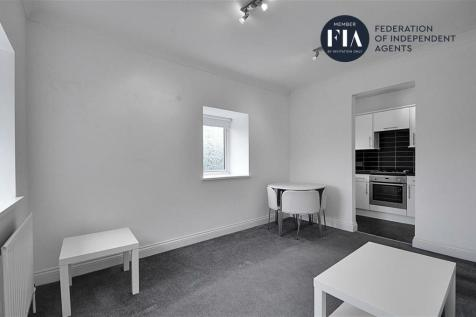 Chiswick Plaza, Sutton Court Road, Chiswick. 1 bedroom apartment