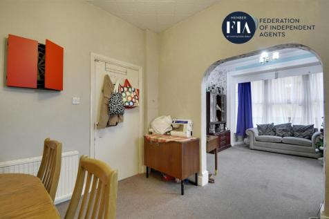 Hanworth Road, Hounslow. 6 bedroom semi-detached house