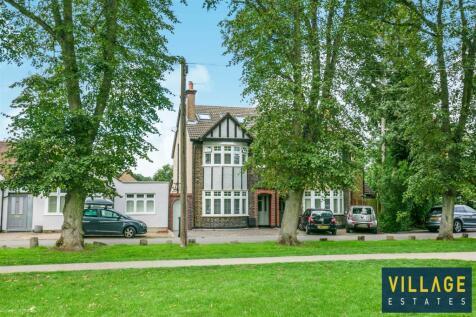 Watford Heath, Watford. 4 bedroom house for sale