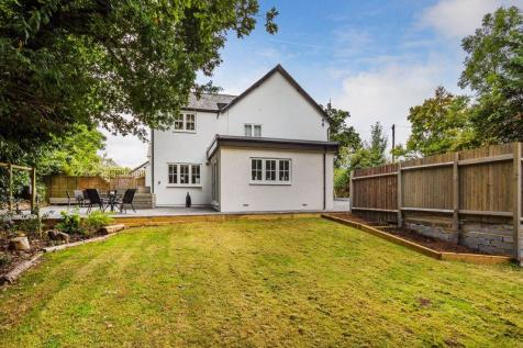 Masons Bridge Road, Redhill. 4 bedroom semi-detached house for sale