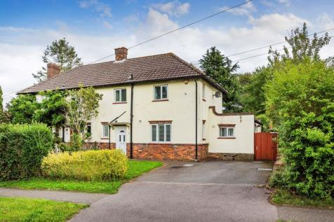 St. Catherines Cross, Bletchingley. 3 bedroom semi-detached house