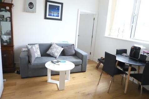 Cheyne Walk, Croydon. 2 bedroom semi-detached house