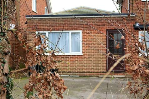 Wokingham, Berkshire. 1 bedroom ground floor flat