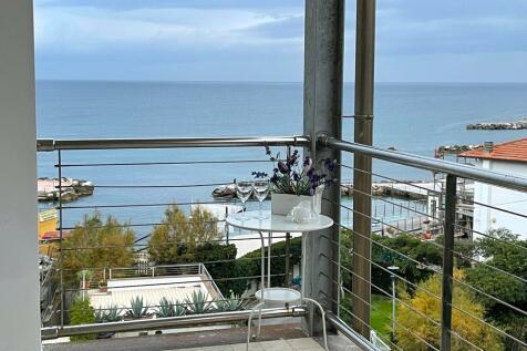 Castiglioncello, Livorno, Tuscany. 2 bedroom flat for sale