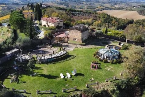 San Gimignano, Siena, Tuscany. 12 bedroom character property for sale