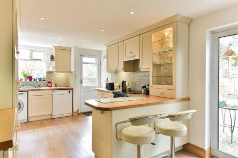 Earlswood Road, Redhill. 5 bedroom house