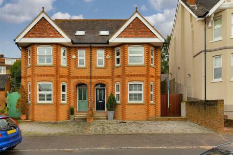 Lynwood Road, Redhill. 4 bedroom house