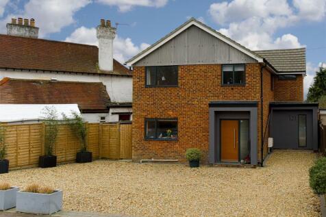 Brambletye Park Road, Redhill. 4 bedroom detached house