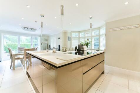 Tilburstow Hill Road, South Godstone, Godstone. 5 bedroom house