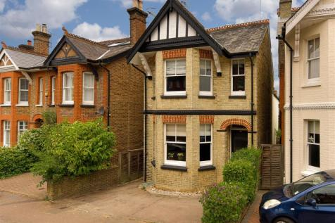 Lynwood Road, Redhill. 4 bedroom detached house