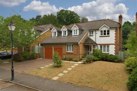 Ridgemount Way, Redhill. 5 bedroom house