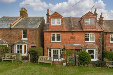 Kings Avenue, Redhill. 3 bedroom house for sale