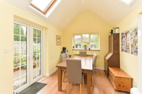 Godstone Road, Bletchingley, Redhill. 3 bedroom house