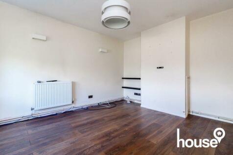 Bettescombe Road, Rainham, Gillingham. 3 bedroom semi-detached house