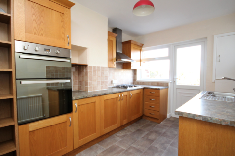 Rayleigh Road, Brentwood, Essex, CM13. 2 bedroom flat