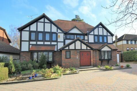 Roundwood Avenue, Hutton Mount, Brentwood, Essex, CM13. 5 bedroom detached house for sale