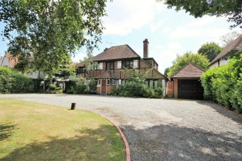 Hutton Mount, Brentwood, Essex, CM13. Detached house for sale