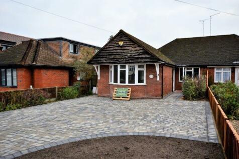 Chelmsford Road, Brentwood, Essex, CM15. 3 bedroom semi-detached bungalow