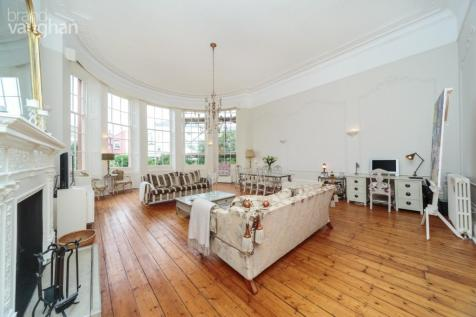 Brunswick Square, Hove, East Sussex, BN3. 3 bedroom apartment