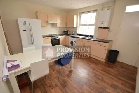 Welton Place, Hyde Park, Leeds, LS6. 5 bedroom terraced house