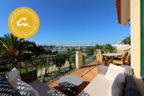 Ferragudo, Algarve. 4 bedroom villa for sale