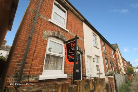 Victor Road, Colchester, Essex, CO1. 2 bedroom end of terrace house