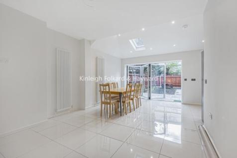 Bellingham Road London SE6. 3 bedroom apartment