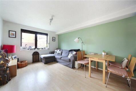Lambeth Court, Frogmore, Wandsworth Town, London, SW18. 1 bedroom flat