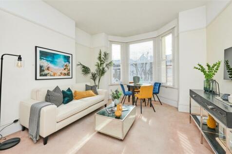 Brondesbury Villas, Kilburn, London, NW6. 3 bedroom apartment
