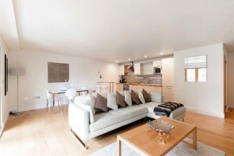 Marina Place, Hampton Wick, Kingston Upon Thames, Surrey, KT1. 2 bedroom flat
