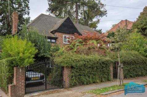 Cedars Close, Hendon, London, NW4. 5 bedroom link detached house