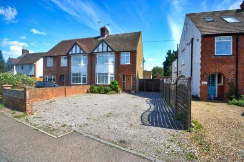 Todds Green, Stevenage. 3 bedroom semi-detached house