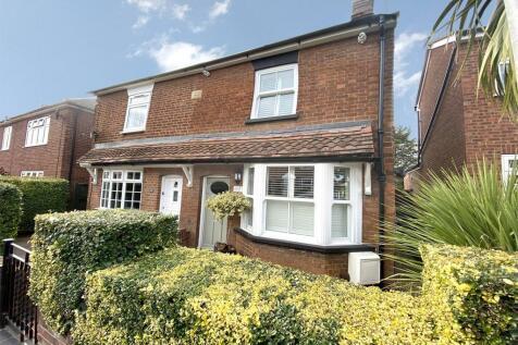 Letchmore Road, Stevenage. 4 bedroom semi-detached house