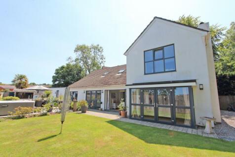 Dunraven Drive, Derriford, Plymouth, Devon, PL6 6AZ. 5 bedroom detached house