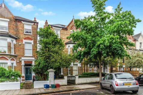 Harvard Road, London, W4. 3 bedroom apartment